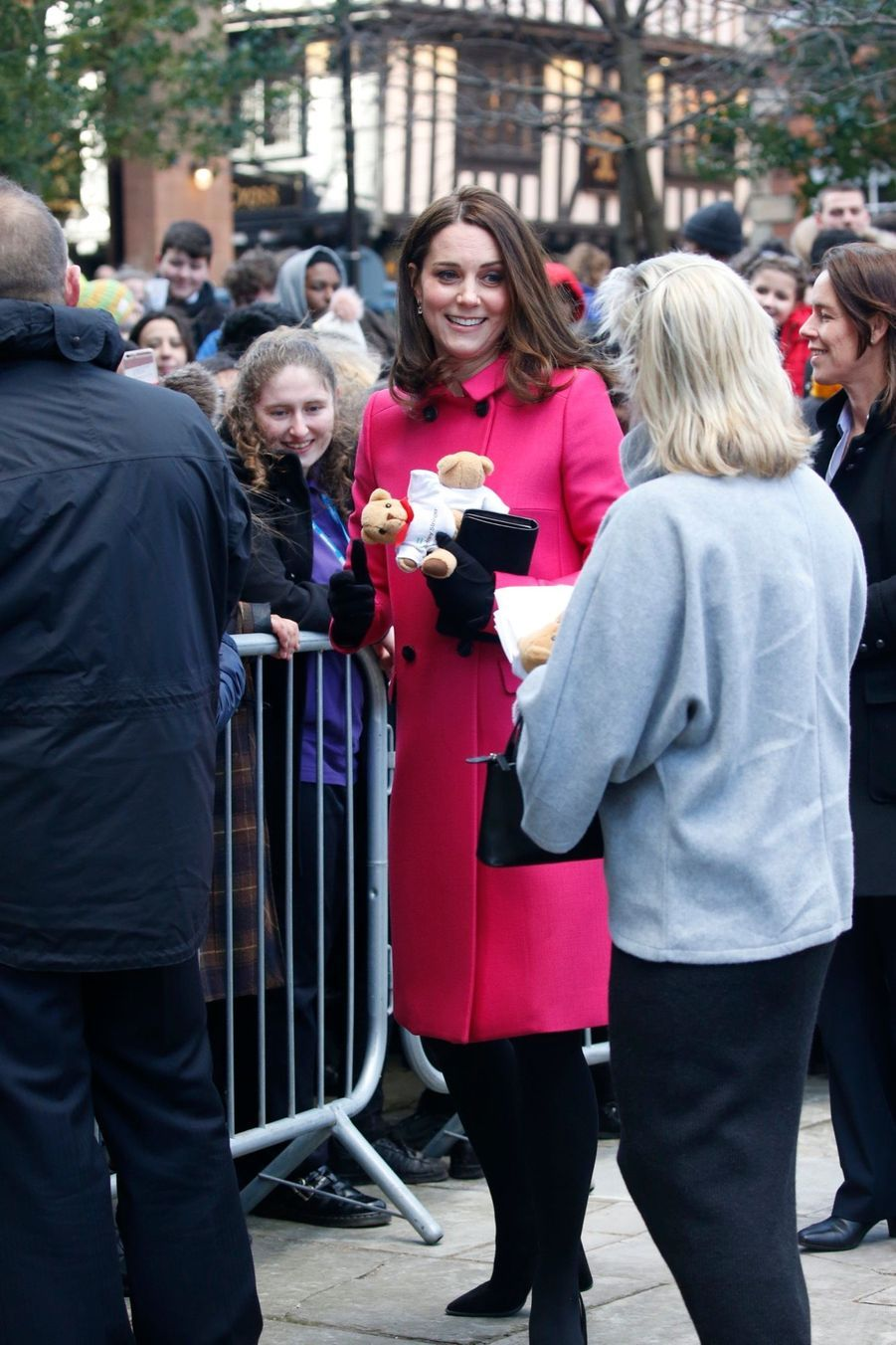 Kate Middleton Enceinte Cache Son Ventre Rond Sous Un Manteau Rose 18