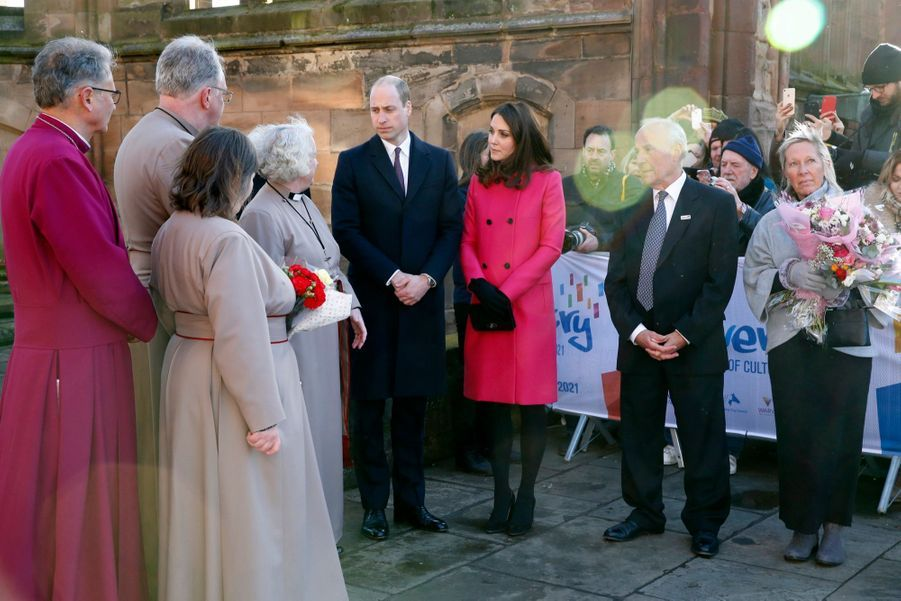 Kate Middleton Enceinte Cache Son Ventre Rond Sous Un Manteau Rose 22