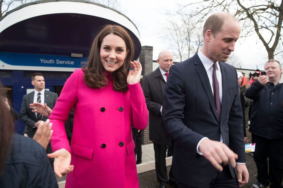 Kate Middleton Enceinte Cache Son Ventre Rond Sous Un Manteau Rose 34