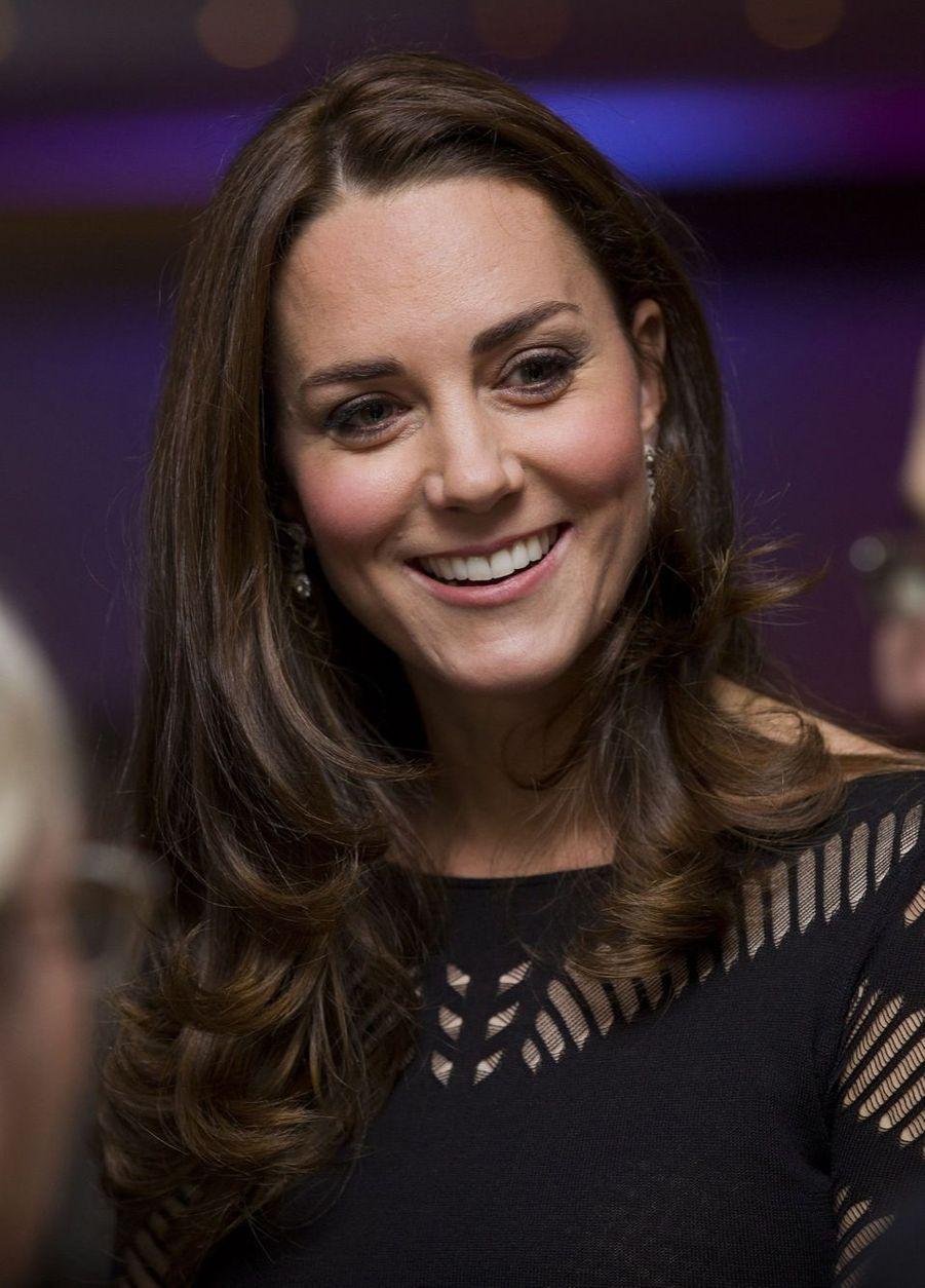 Kate enceinte dévoile un petit ventre rond