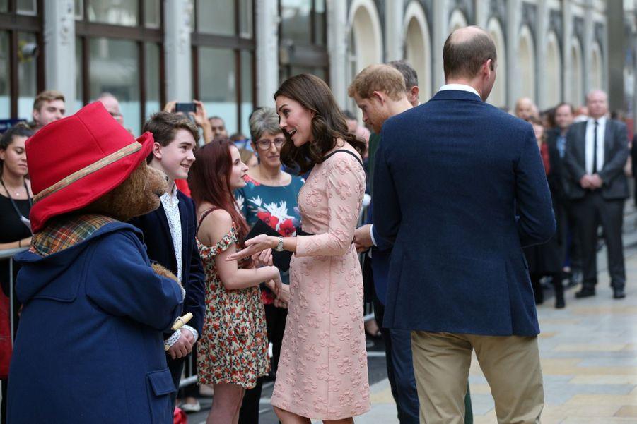 Kate Middleton Enceinte Danse Avec L'ours Paddington 11