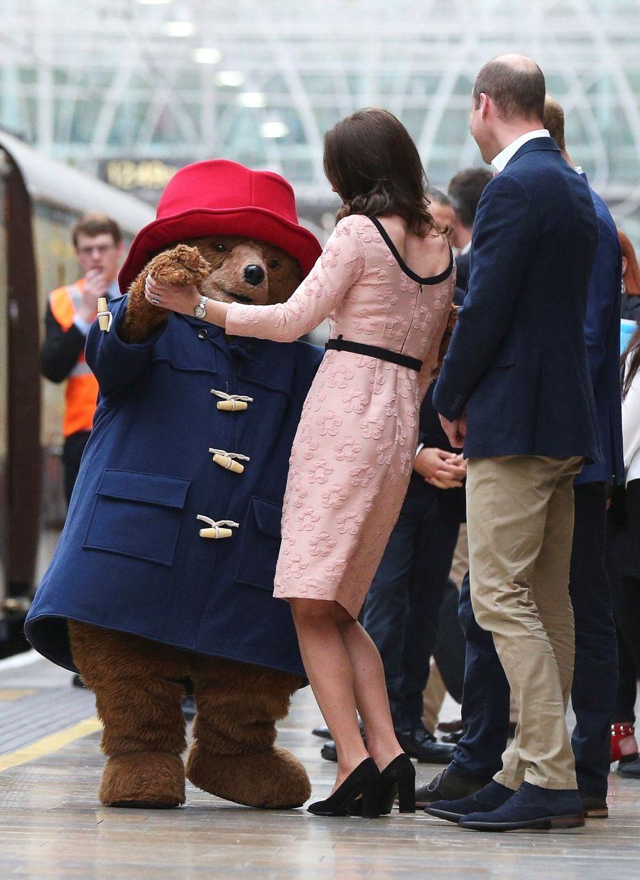 Kate Middleton Enceinte Danse Avec L'ours Paddington 15