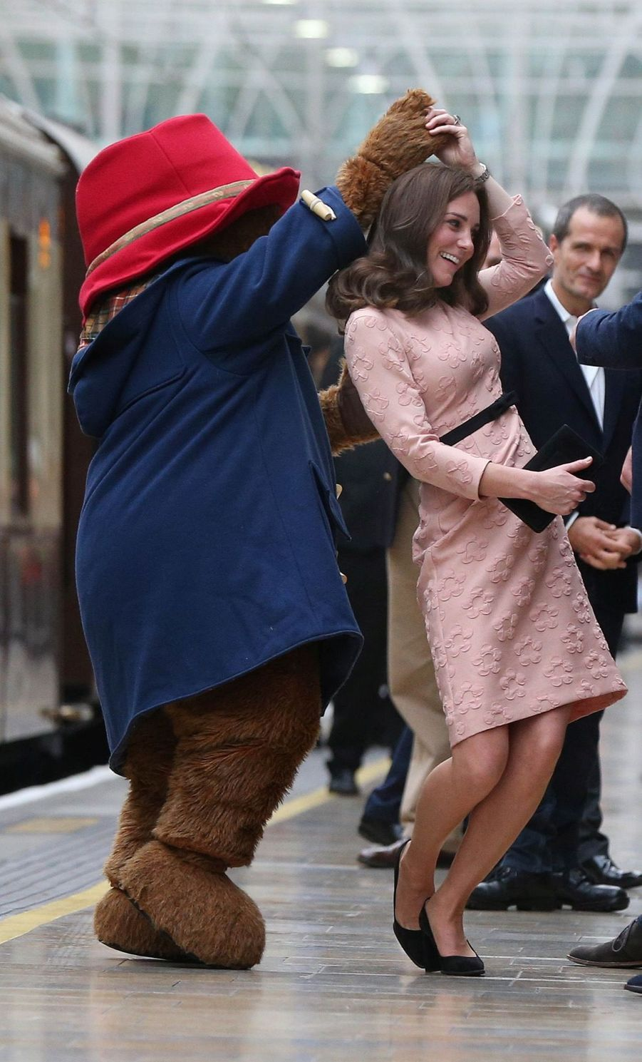 Kate Middleton Enceinte Danse Avec L'ours Paddington 20