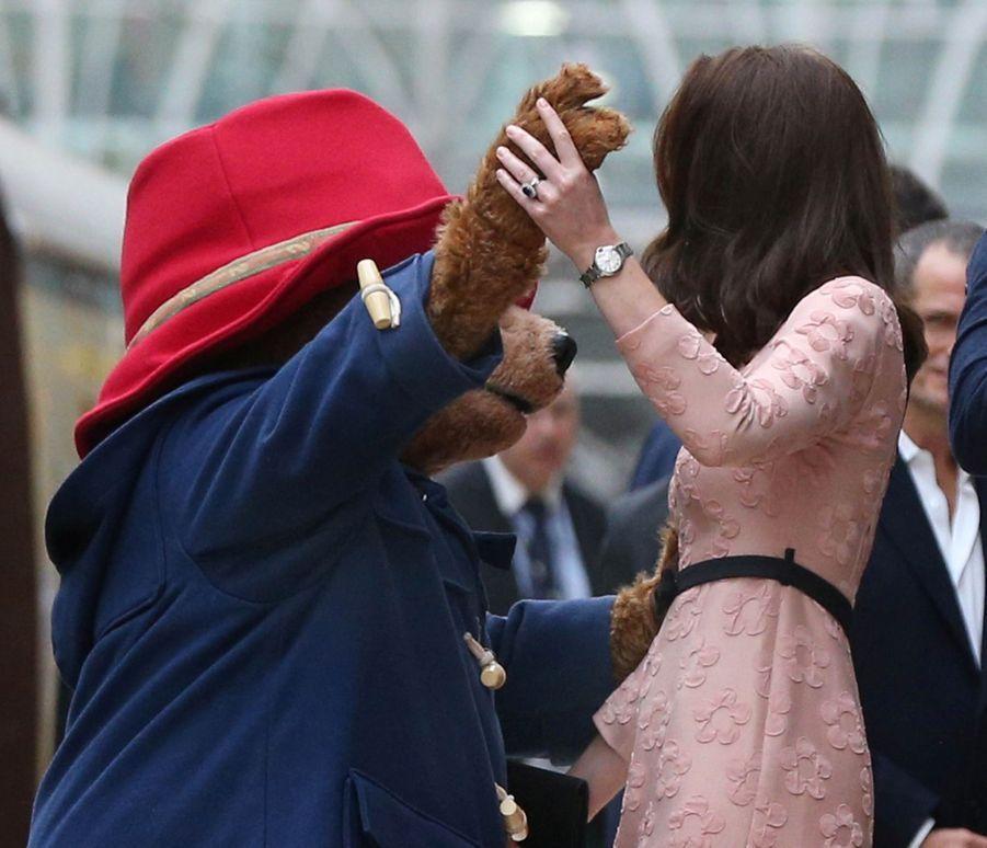 Kate Middleton Enceinte Danse Avec L'ours Paddington 21