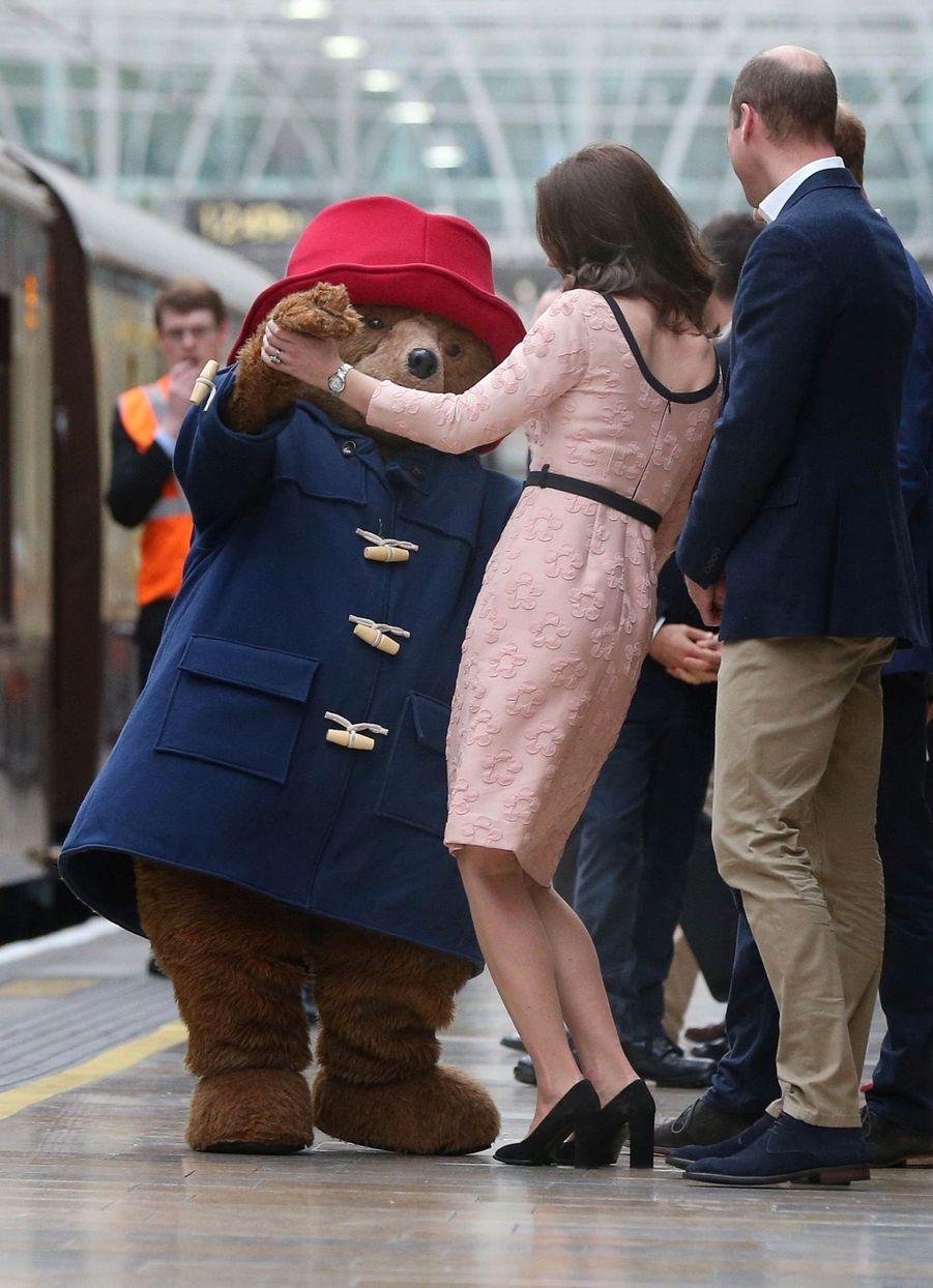 Kate Middleton Enceinte Danse Avec L'ours Paddington 22