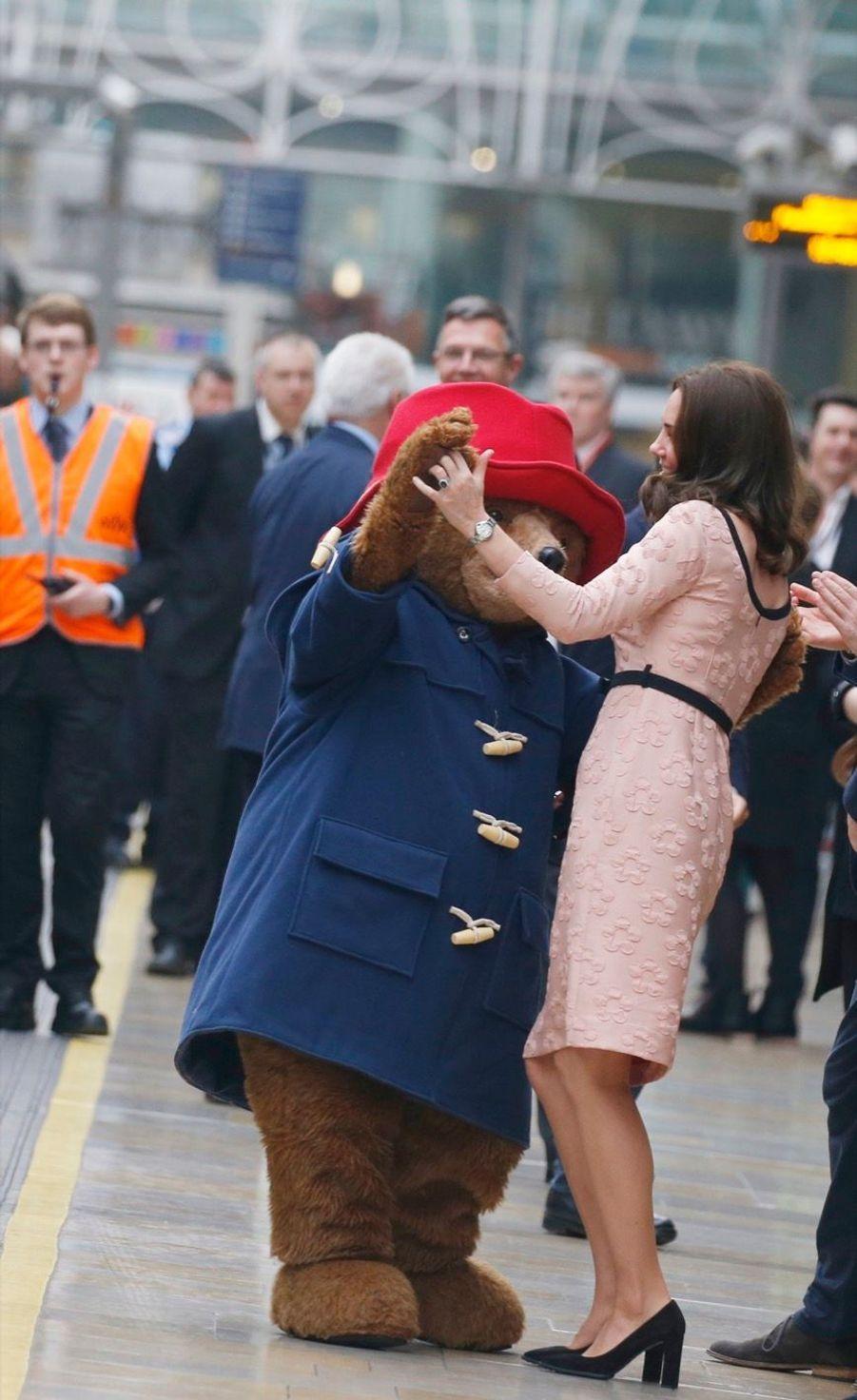 Kate Middleton Enceinte Danse Avec L'ours Paddington 24