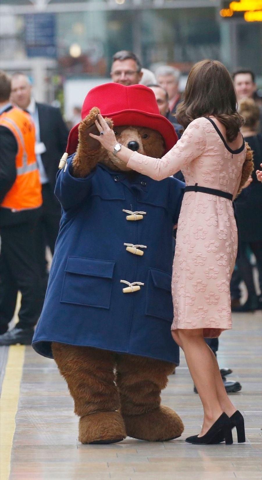 Kate Middleton Enceinte Danse Avec L'ours Paddington 25