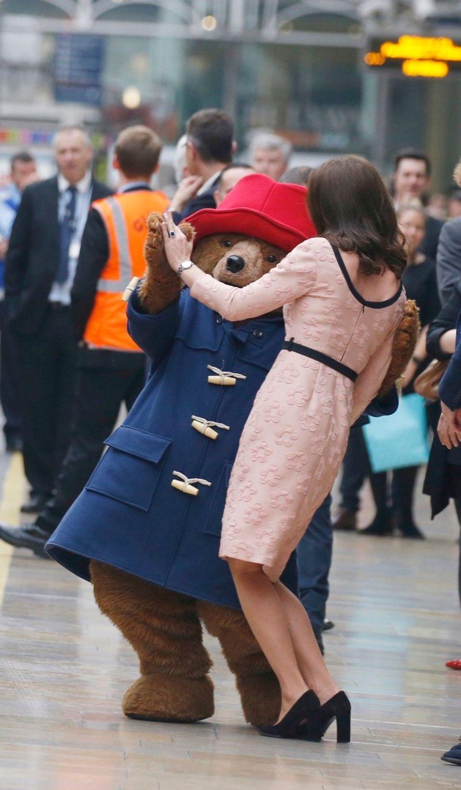 Kate Middleton Enceinte Danse Avec L'ours Paddington 26