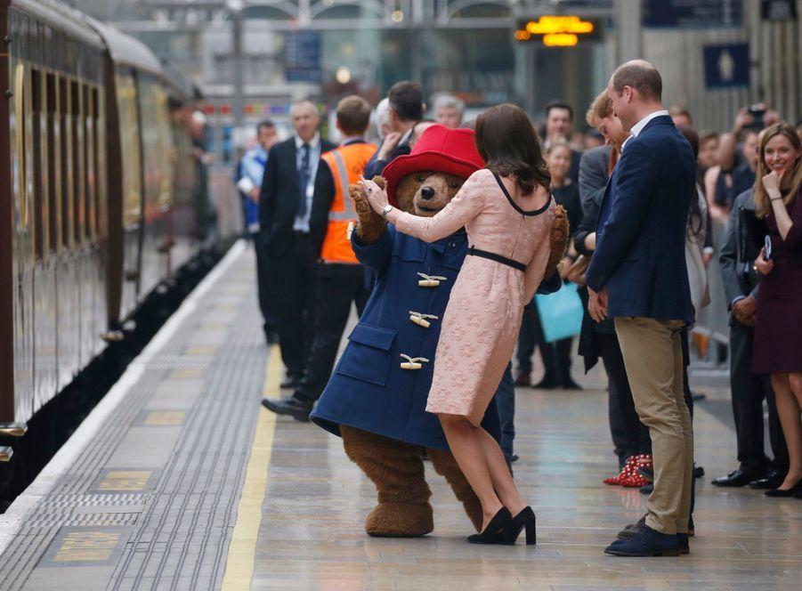 Kate Middleton Enceinte Danse Avec L'ours Paddington 27