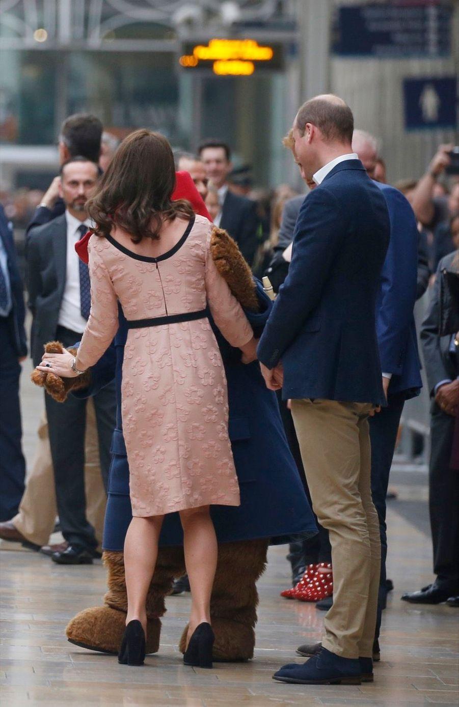 Kate Middleton Enceinte Danse Avec L'ours Paddington 28