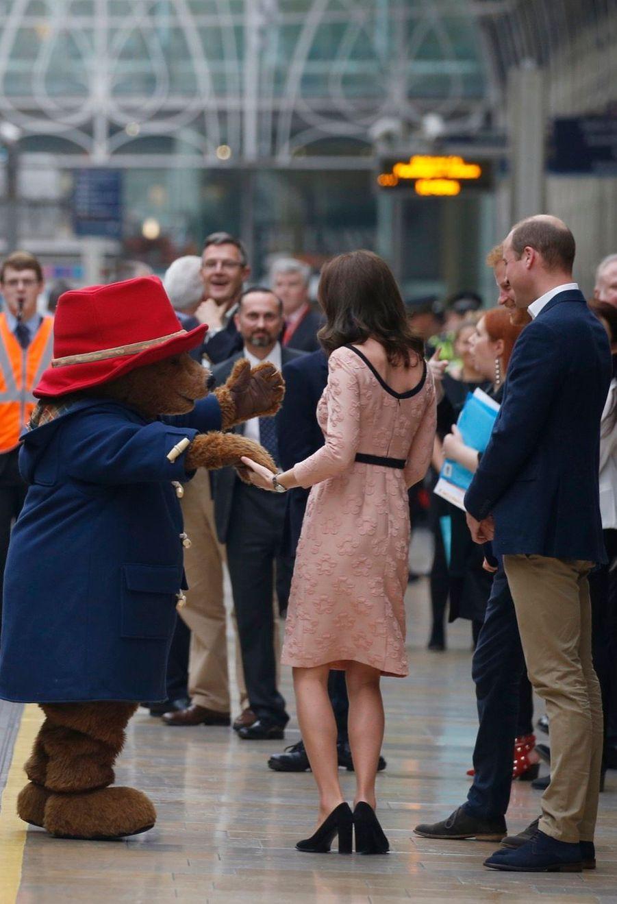 Kate Middleton Enceinte Danse Avec L'ours Paddington 29