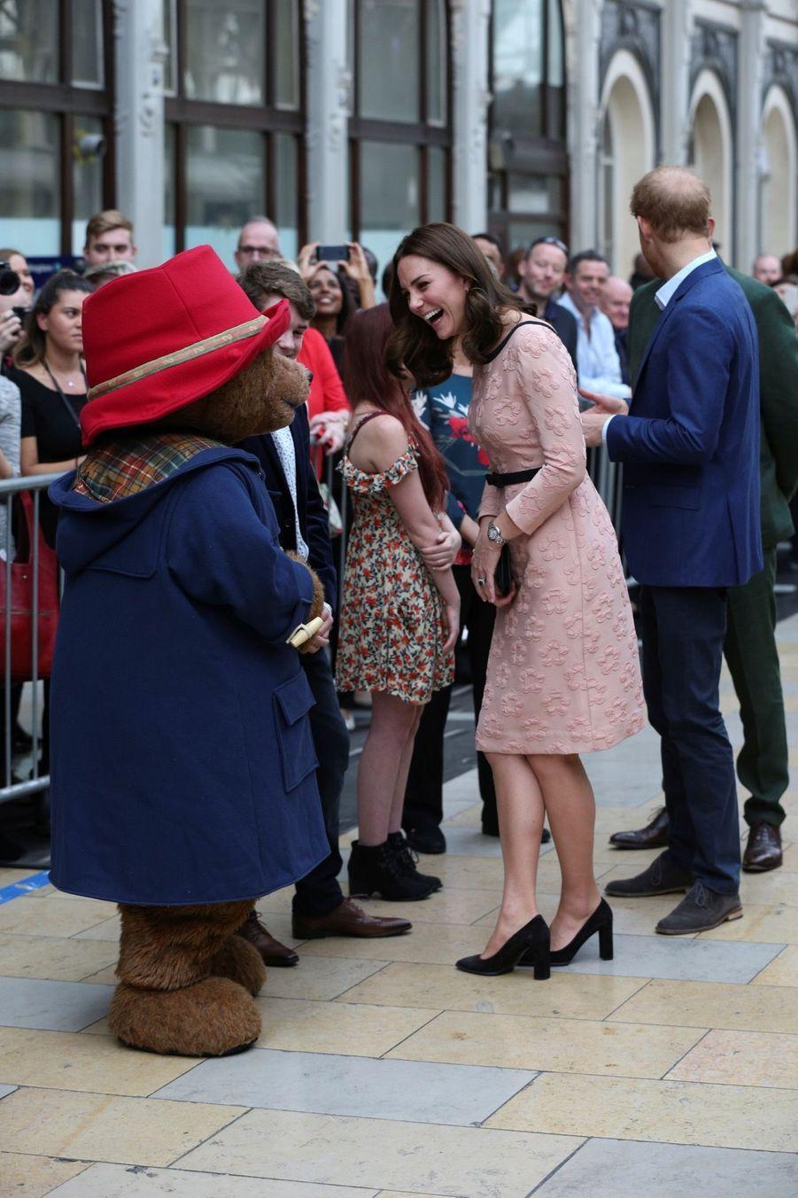 Kate Middleton Enceinte Danse Avec L'ours Paddington 3