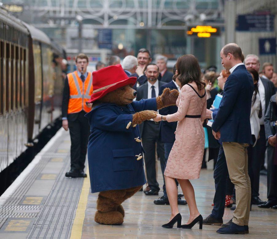 Kate Middleton Enceinte Danse Avec L'ours Paddington 30