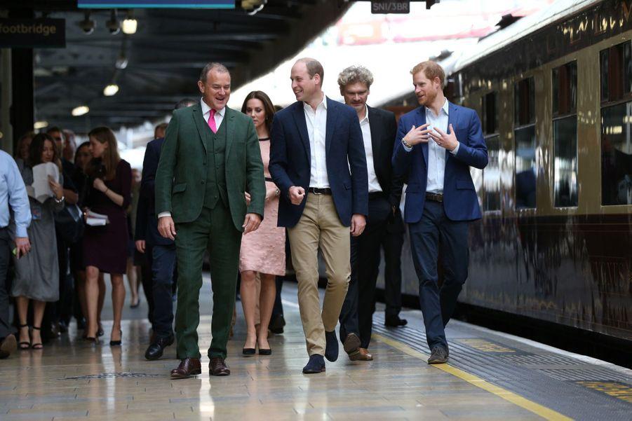 Kate Middleton Enceinte Danse Avec L'ours Paddington 8
