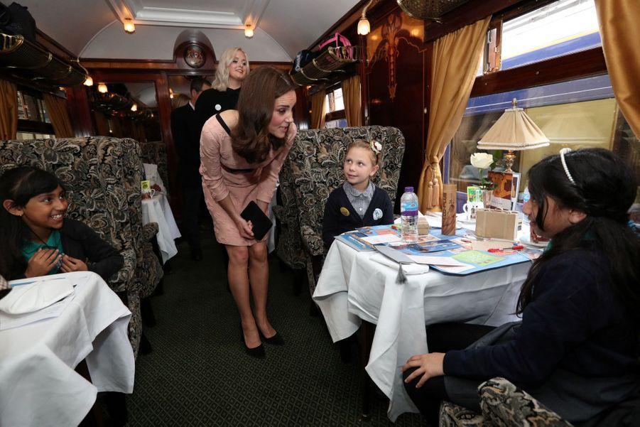 Kate Middleton Enceinte Danse Avec L'ours Paddington 9