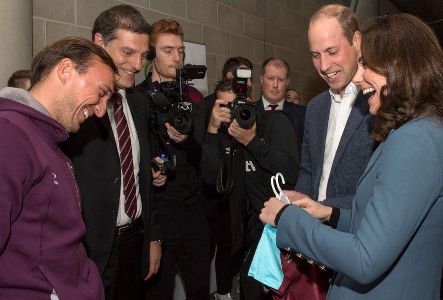 Kate Middleton, enceinte de son troisième enfant,en visite au stade de West Ham, le 18 octobre 2017
