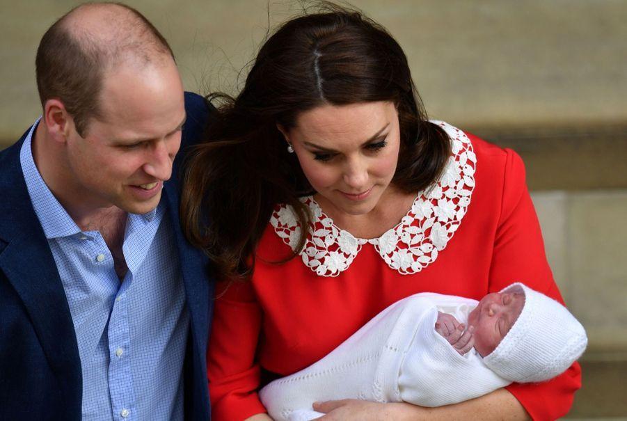 Kate Middleton Rayonnante À La Sortie De La Maternité 11