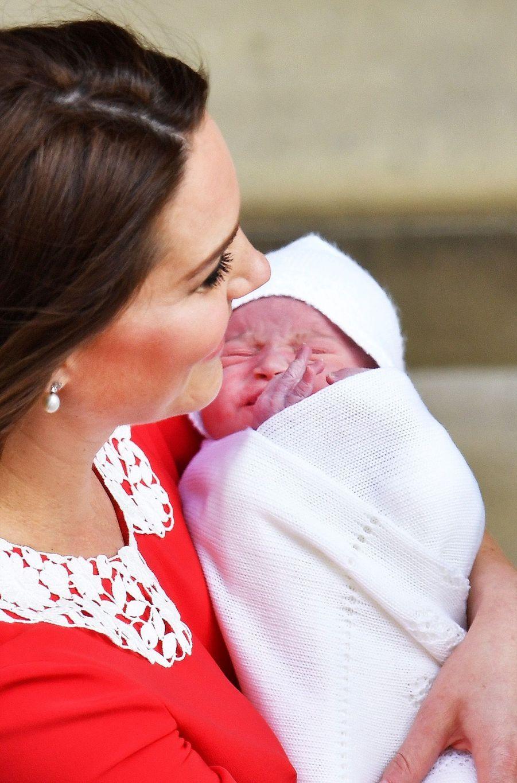 Kate Middleton Rayonnante À La Sortie De La Maternité 12