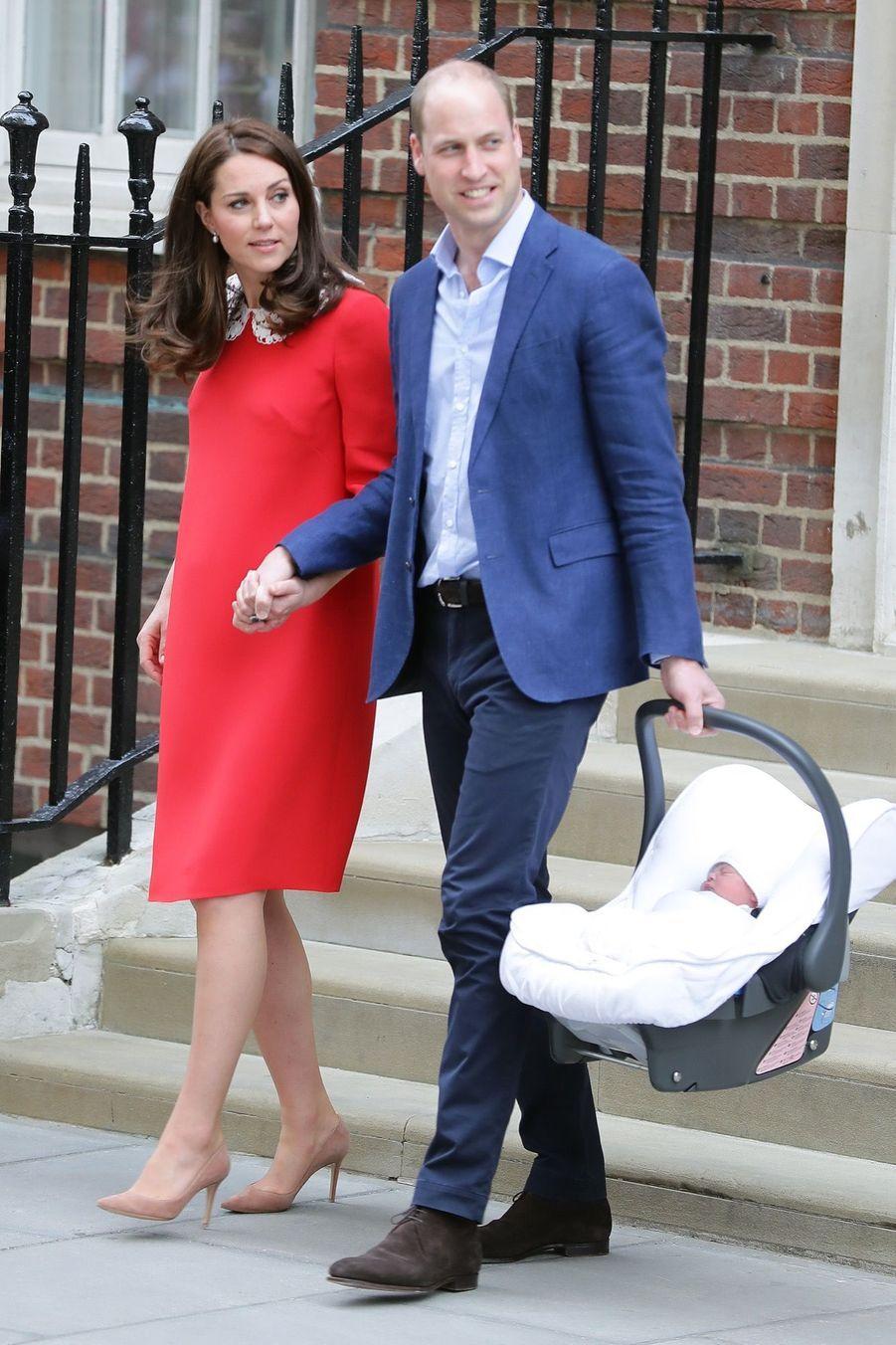 Kate Middleton Rayonnante À La Sortie De La Maternité 2