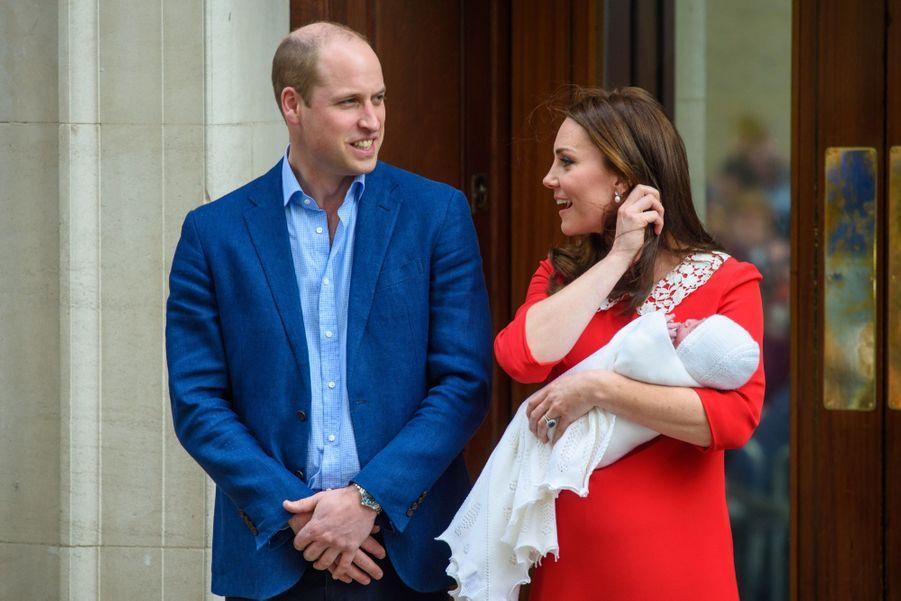 Kate Middleton Rayonnante À La Sortie De La Maternité 4