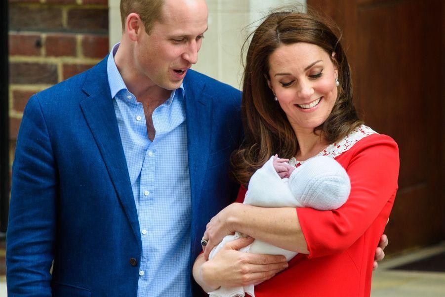 Kate Middleton Rayonnante À La Sortie De La Maternité 5