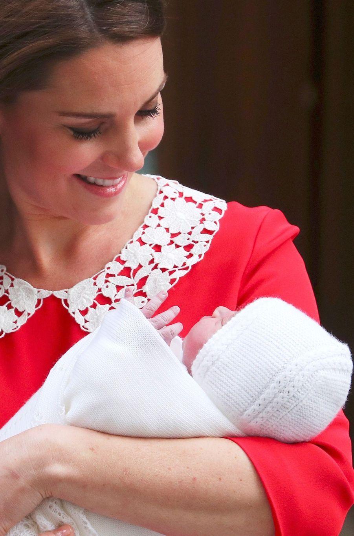 Kate Middleton Rayonnante À La Sortie De La Maternité 8
