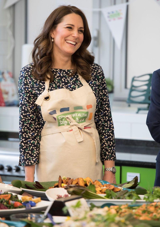 Kate Middleton enceinte de son troisième enfant, lors de son dernier rendez-vous officiel avant son congé maternité, le 22 mars 2018.