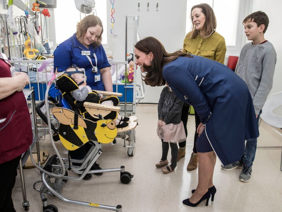 Kate En Visite Au St Thomas' Hospital 11