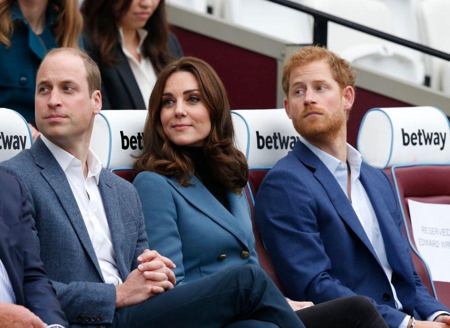 Kate, William Et Harry En Visite Au Stade De West Ham United 10