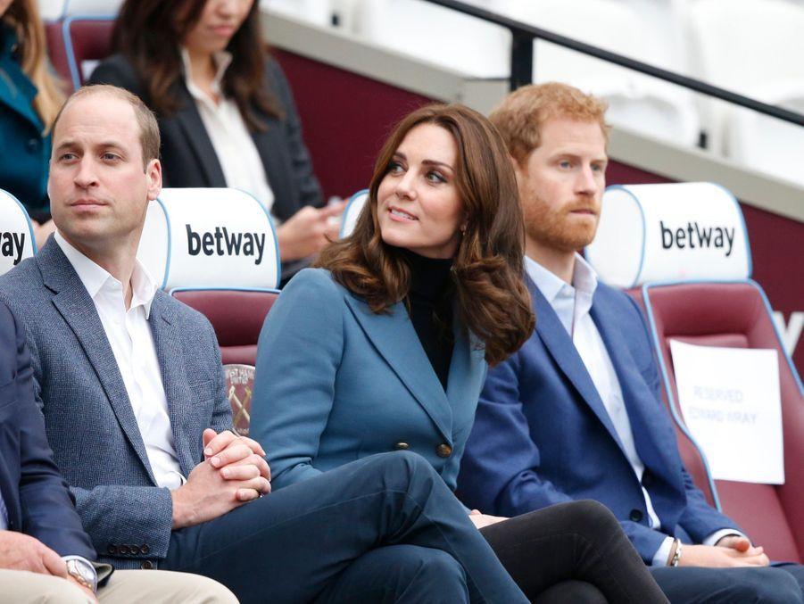 Kate, William Et Harry En Visite Au Stade De West Ham United 11