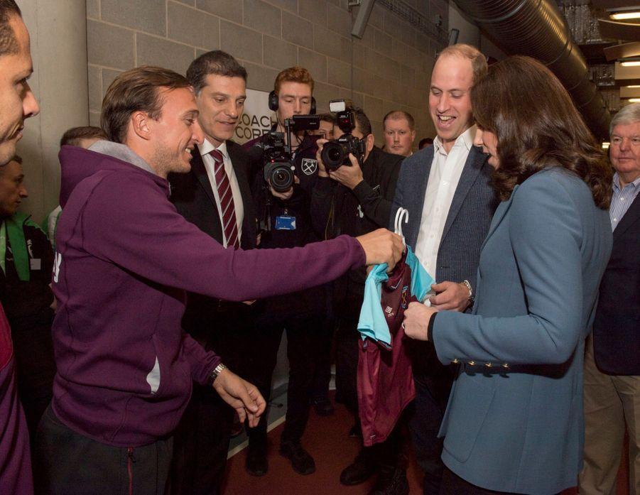 Kate, William Et Harry En Visite Au Stade De West Ham United 15