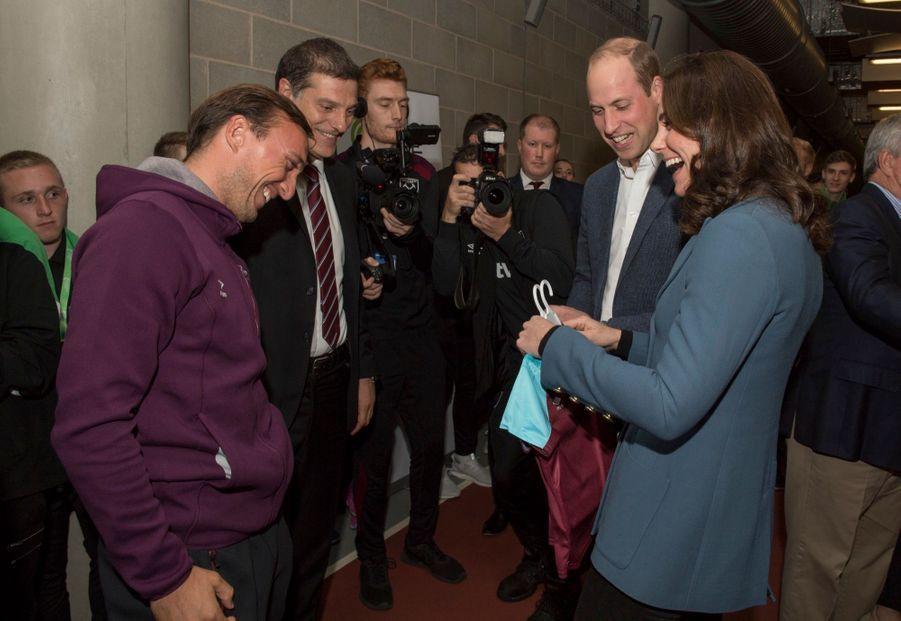 Kate, William Et Harry En Visite Au Stade De West Ham United 17