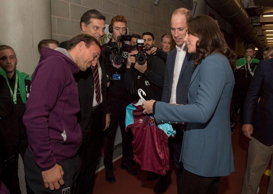 Kate, William Et Harry En Visite Au Stade De West Ham United 18