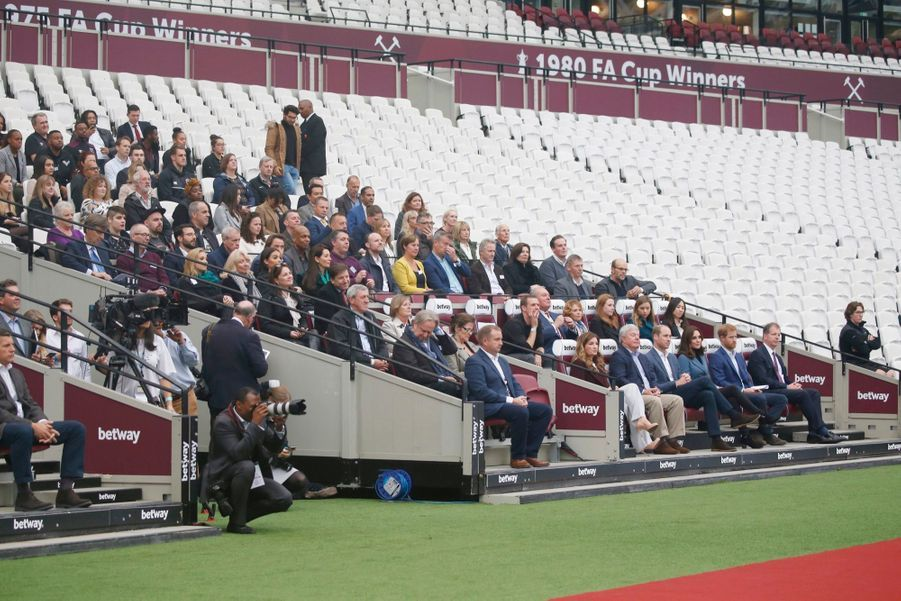 Kate, William Et Harry En Visite Au Stade De West Ham United 9
