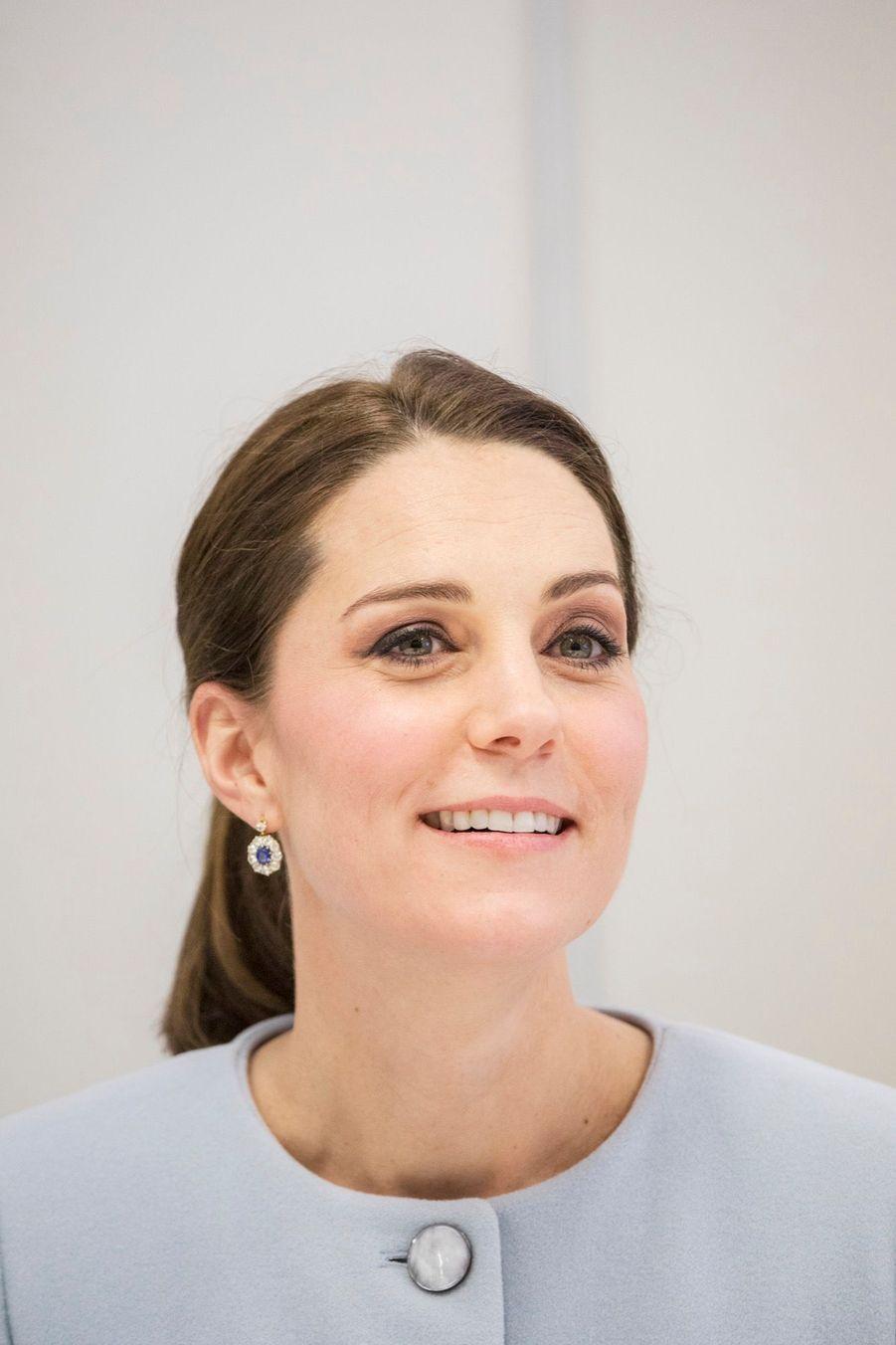 Kate Enceinte, Son Sourire Illumine Le Ciel Gris 10