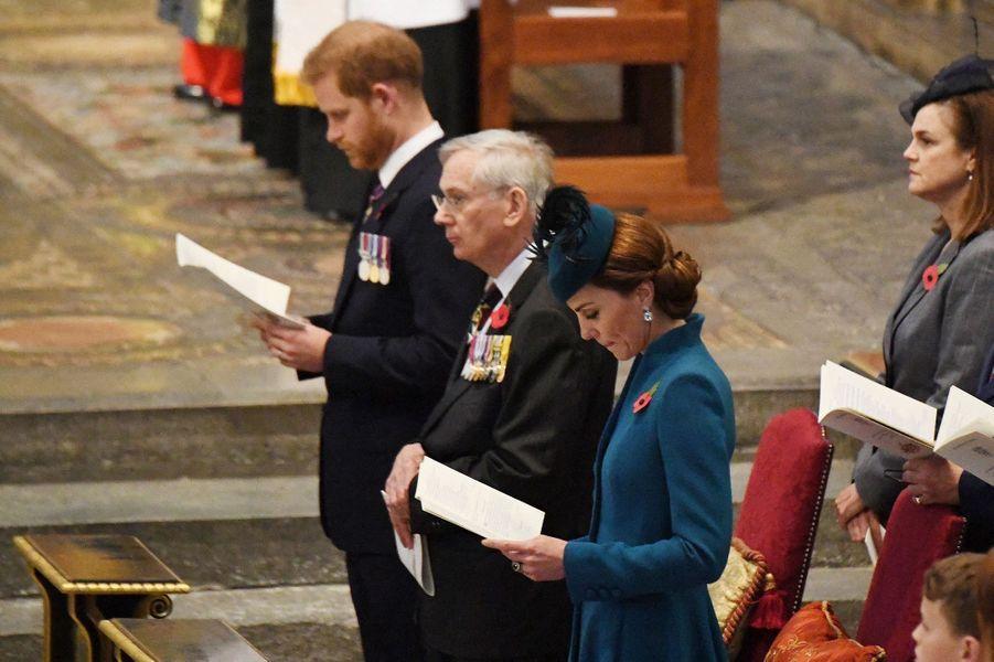 Le prince Harry,Richard de Gloucester et Kate Middletonà l'abbaye de Westminster pour lajournée commémorative de l'ANZAC Day à Londres le 25 avril 2019