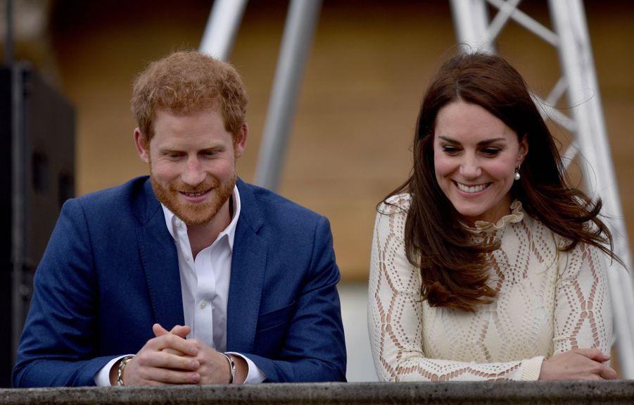 Kate Middleton et le prince Harry à Londres, le 13 mai 2017