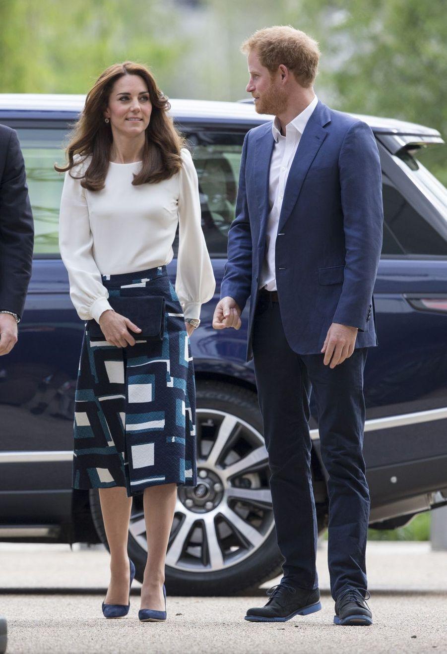 Kate Middleton et le prince Harry à Londres,le 16 mai 2016
