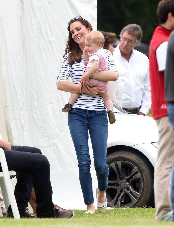 Kate et George regardent William jouer au polo, en juin 2014