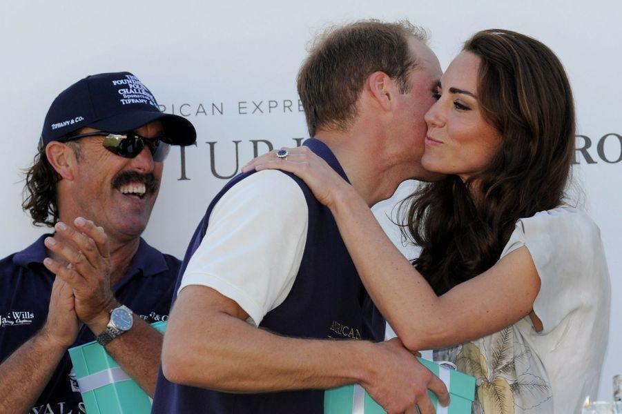 Kate et William, rare baiser public après une artie de polo à Santa Barbara, en juillet 2011