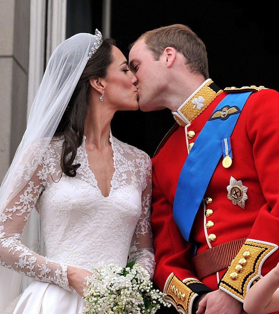 Kate Middleton et le prince William, baiser de mariage au balcon de Buckingham, le 29 avril 2011