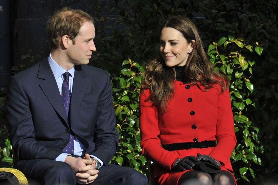Kate Middleton et le prince William de retour à St Andrew's, après l'annonce des fiançailles, en février 2011