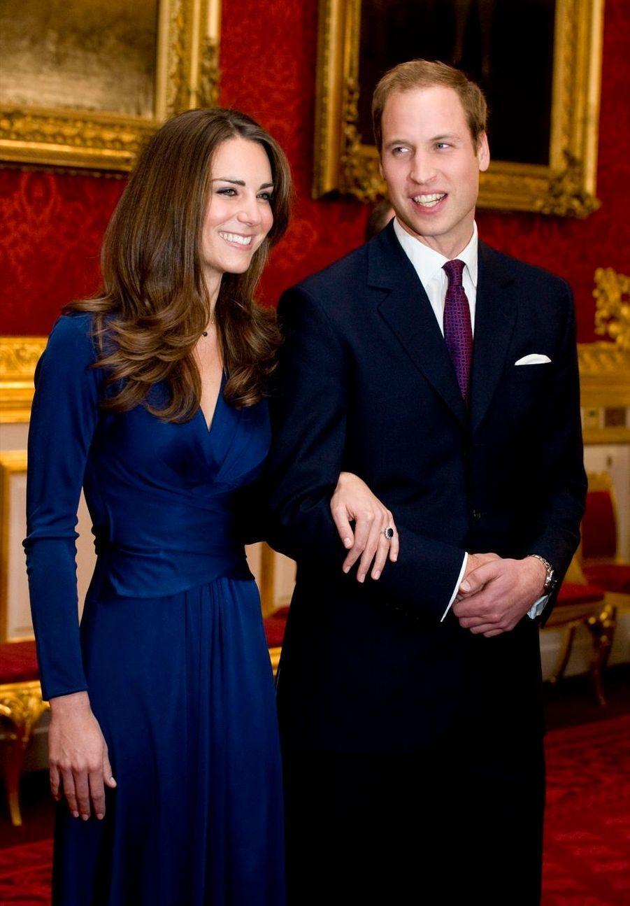 Kate Middleton et le prince William, lors de l'annonce des fiançailles, le 12 novembre 2010