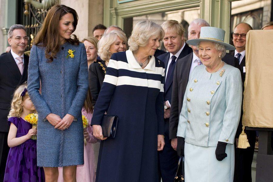 L'un des premiers rendez-vous officiel de Kate, avec Camilla et la reine, en mars 2012 à Londres