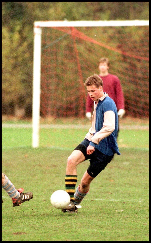 Le prince William, au football en 2000