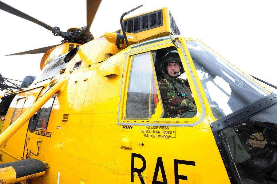 Le prince William en poste dans la Royal Air Force, en mars 2011
