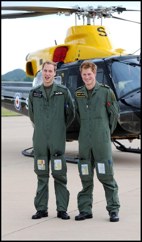 Le prince William et son frère Harry, entrainement à la RAF en juin 2009