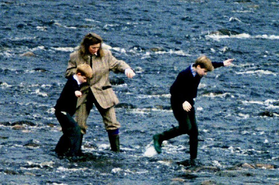 William et Harry à Balmoral en 1994, avec leur nanny Tiggy