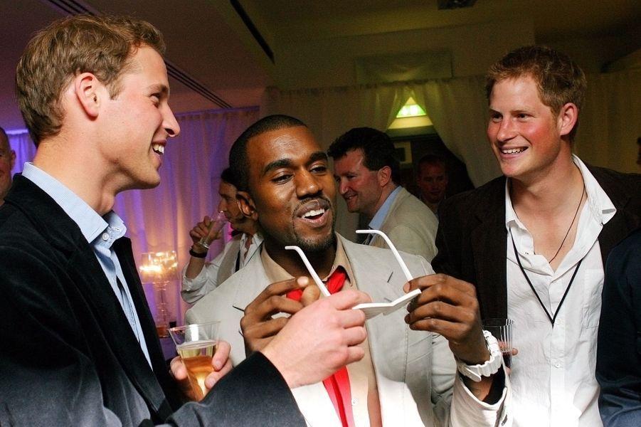 William et Harry avec Kanye West dans les coulisses du concert pour les dix ans de la disparition de Diana, en juillet 2007