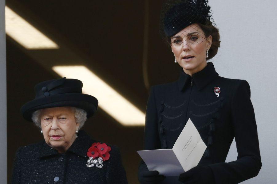 La reine Elizabeth II et Kate Middleton